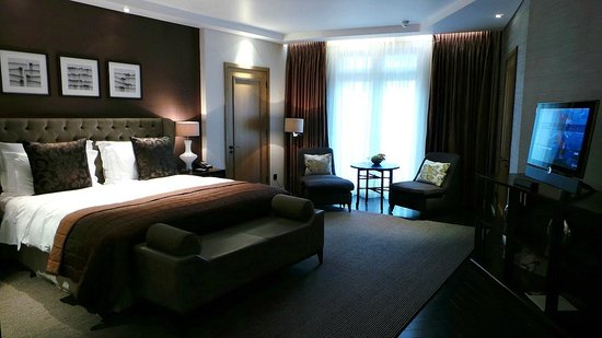 hotel room 7
